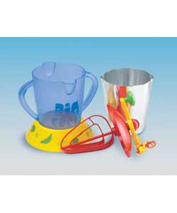 A mixer/smoothie maker/ice cream maker in one! Make one of the 5 recipes included. Turn the handle - CLICK FOR MORE INFORMATION