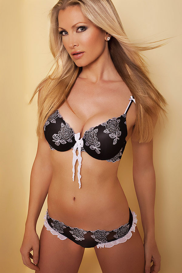 http://www.comparestoreprices.co.uk/images/by/by-caprice-flamenco-moulded-padded-gel-bra-from-by-caprice.jpg