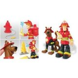 cartoon network Scooby-Doo Deluxe Action Figure Set - Scooby and Shaggy Firefighters with 2 Collapsing Flames, Water Squirting Fire Hydrant and Backpack