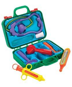 Медицинский чемоданчик включает в себя стетоскоп, молоточек для проверки...