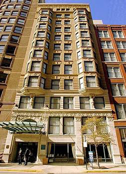 Chicago cheap hotels for Reasonable hotels downtown chicago