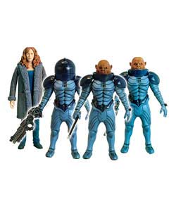 Includes Donna Noble, Sontaran General Staal, a Sontaran Commander and a Sontaran Trooper.For ages 5 - CLICK FOR MORE INFORMATION