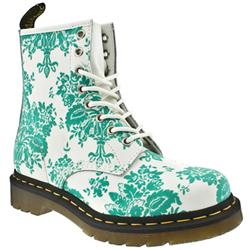 Dr Martens go pattern crazy with their 1460 8 eyelet boot! This gem consists of a leather upper with a flocked floral pattern throughout. Iconic Dr Martens pull on tab at rear and original air cushioned sole to finish - CLICK FOR MORE INFORMATION