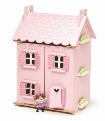 compare and contrast a doll house This student essay consists of approximately 5 pages of analysis of compare and contrast of characters from a doll's house and hedda gabler.