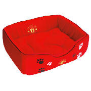 Enhance your pet?s bed time with this Manchester United FC. This comfortable bed is suitable for both dogs and cats and comes with removable cushion making it easier for you to wash. It is made from 100% polyester and the Removable cushion is able to - CLICK FOR MORE INFORMATION