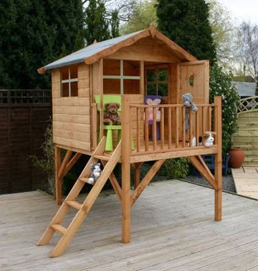 Daisy 39 s dog house on pinterest play houses dog houses for Simple playhouse plans free