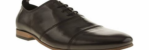 Momentum go all dapper on us with the Augustus Oxford. This slim classic style steps onto the scene dressed in a black leather upper, with panelled overlays for a streamlined look. A slightly pointed silhouette and pull tab complete the design. Leath - CLICK FOR MORE INFORMATION