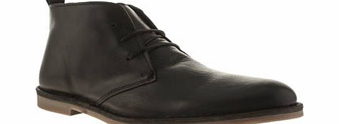 This is Momentum, but not as youve ever seen them before. The Desmon Boot is a super sleek take on the chukka boot silhouette, and arrives in a sharp black leather. Understated mottled effect and a durable rubber sole finishes off nicely. Leather upp - CLICK FOR MORE INFORMATION