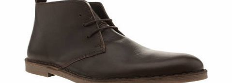 Momentum prove they can pull of classic styles with ease as they provide us with the Desmond Boot, in true chukka style. Arriving in a brown leather upper, the ankle boot features a pull tab at the heel and is finished with a rubber EVA sole unit. Le - CLICK FOR MORE INFORMATION