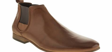 Momentum provide us with another slick style for autumn/ winter as the Augustus Chelsea boot arrives at schuh. The glossy tan leather upper features elasticated side panels and a heel tab for easy wear. A slight heel finishes things nicely. Leather u - CLICK FOR MORE INFORMATION