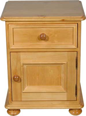 Ascot pine bedside cabinet with one drawer and one door. The Ascot pine bedroom range owes itself to the influence of the Victorians. It is a classic example of strength and elegance combined with a timeless design befitting of sophisticated Victoria - CLICK FOR MORE INFORMATION