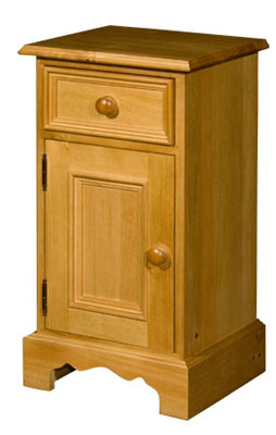 Rossendale Pine drawer and left hinge cupboard bedside cabinet. Rossendale pine bedroom furniture features grooved detail on drawers and neat carved plinths. There is a wide selection to choose from and Rossendale furniture is available in a range of - CLICK FOR MORE INFORMATION