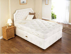 The Restus Buckingham is the ideal choice for someone who prefers a luxurious yet softer bed. This expert crafted divan set has the following specifications: Contains over 850 individually nested pocketed springs Multiple layers of fillings Micro-qui - CLICK FOR MORE INFORMATION