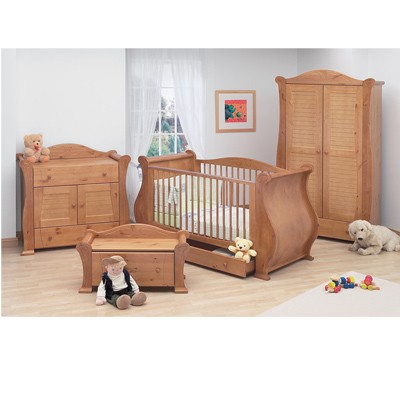 Baby Furniture Sets on Tutti Bambini 3 Piece Marie Furniture Set In Old English  16 Louis Cot