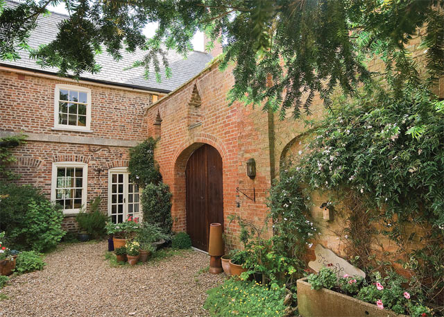 Unbranded Bardney Manor Cottage