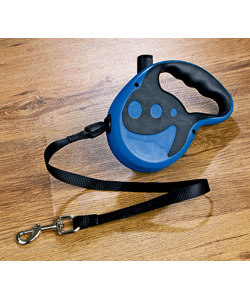 Retractable dog lead with reflective effect for night time use.Made from ABS PVC Nylon.Extends to a