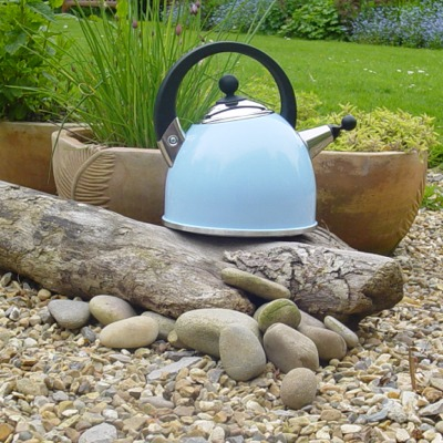 Stylish Whistling Kettle - Cool Blue  This 4 pint / 2.27 Litres (3 pint / 1.7 ltr usable) kettle,