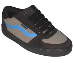 Retro styled skate shoe from Vans.  Upper is a mix - CLICK FOR MORE INFORMATION