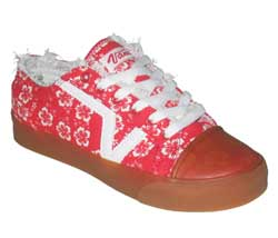 Casual styled skate shoe from Vans.  Fabric upper - CLICK FOR MORE INFORMATION